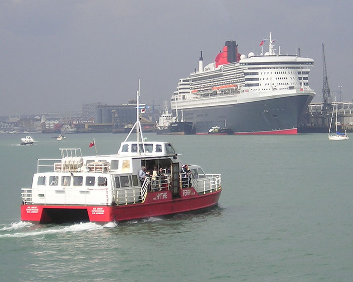 Hythe Ferry, Great Expectations, heading towards Queen Mary 2